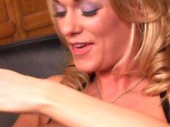Блондинка Эшли Paige хочет выйти твердый член в заднюю дверь