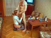 Lelijke aap krijgt mooi jong meisje zo ver on te neuken