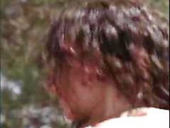 Nuoret kihara brunette Dilara kulkee hänen kukko kova takana parvekkeella