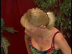 Deutsche Hausfrau verschlingt den Klempner