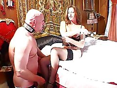 MILF har kul med sin manliga slaven