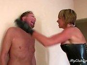 Hot Slave saa paljon iskuja