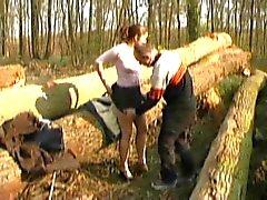 RANSKAN CASTING n6 petite brunette teini metsässä