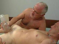 Два джентльмена оральным сексом