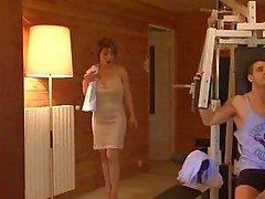 sexiga mogna kvinnor knullar i gymmet