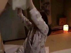 Sexig tonåring brunett flickvän ger varm pov blowjob