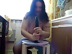 Chubby Mutter Katja großen Dildo Reiten