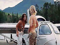 Michelle Rodriguez Luogo che mostra un certo scissione in bikini mentre lei