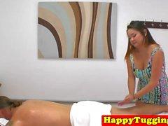 masseuse asiatique épais branler client sur spycam