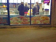 Roupa de látex na loja de kebab