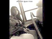 El Otobüs mientras bana ven en Hechandome una manita