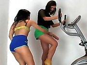 Tulista teenies kyntää eniten Strapons sekä spray ejakulaatti