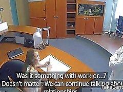 Bir doktor hemşireniz ile eşini hile