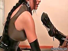 Kinky Carmen onun seks kölesi Part5 ile eğlenceli vardır