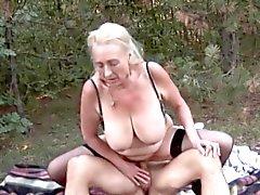 Saksan Woods 2 -Granny Outdoors