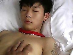 Милый азиатский мальчик Связанная Ласковые