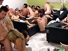 Real Swingers Accueil Orgy Caught on Camera