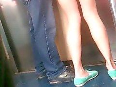 Mostrando nalgas en el della metropolitana