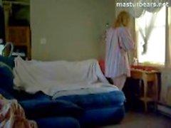 Nurse Canadian di Abigail masturba guarda il porno