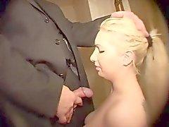 Tyska secretaire puni par son boss