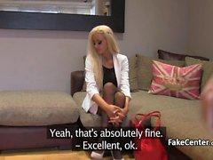 Lingerie gal anal gefickt auf Casting