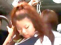 Dolgulu otobüsle Hot Asian Kız öğrenci Fucked