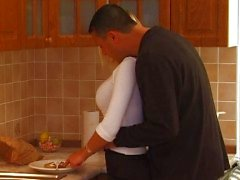 Vollbusigen , blonde teen bekommt Küche Teufel