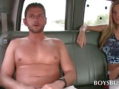 Boysbus arka koltukta Sıcak eşcinsel oral seks