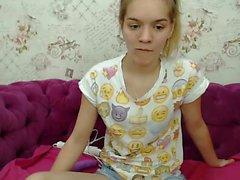 Рабыня блондинка в прямом эфире мастурбирует показ игрушек на веб-камере