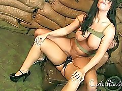 Military Girls haben Spaß Stark Behaart StrapOn