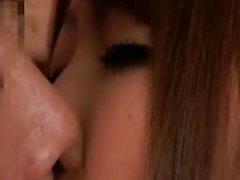 Omistan Japanin isot tissit naisopettajia
