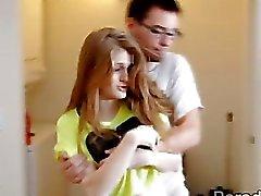 Amerikas Sahnetorte Mädchen Faye trainiert nuttigen rothaarig von Dani