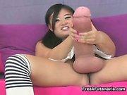 Ikäviä Aasian tyttö hieroo jättiläismäin kalu Osa 6