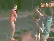 La nudité du public 3 : Petites filles osent enlever , bond dans la piscine et la run