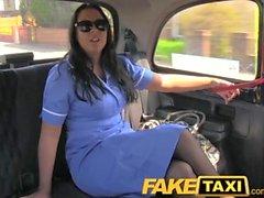 FakeTaxi Adventures of a taxi à gros nichons et les pussys serré