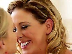 Brunetta modelli di lesbian di Vika e Natascia