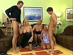 Gruppsex med hemmafruar - 2