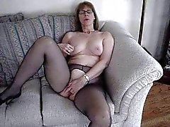 Fru Commish fingrar själv på love seat