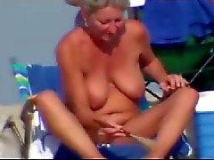 Sexy gånger på nudiststrand