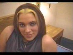 Karen - Cheap Motel prostituerad med stora läppar