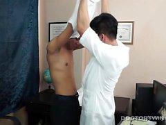 Kinky Asian Twink Läkare i barbacka inlägget Fuck