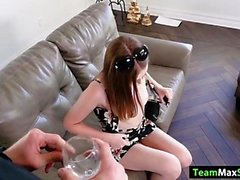 Tonåring Danni får sin fitta rammad av hennes chef