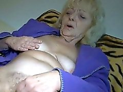 Nasty mature slut gets horny rubbing part4