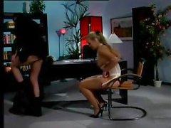 Секретарем fuckes ее босс еще в ней найлонов в кабинете