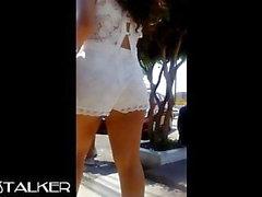 morena con shorts transparente