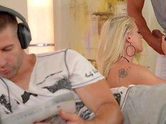 DDFNetwork - Vicktoria Redd Offres 3some
