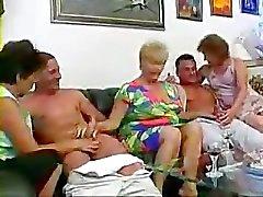 3 maduras y 2 jovenes