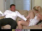 Er lässt und sie am seinem Vater Hahn Sprüngen