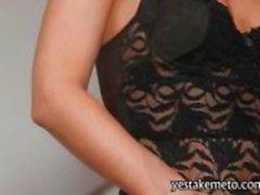 Luscious blonde pornstar Samantha Jolie fondles haar kutje