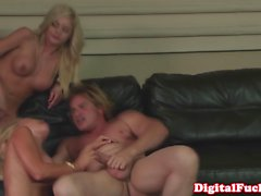 Jesse Jane shows oral skills in threeway